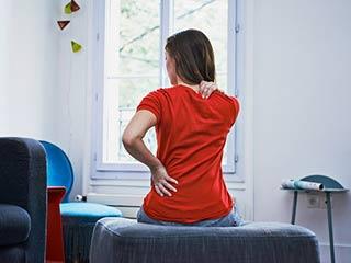 साइटिका के संकेत हैं शरीर में दिखने वाले ये 5 लक्षण, ऐसे करें बचाव