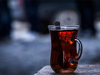 Black tea magic: Get back your shiny locks