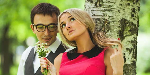 dating someone with glasses Why should i bother to go to the eye doctor when i can simply pick up an inexpensive pair of eyeglasses at the store some people do have good luck with drugstore reading glasses.
