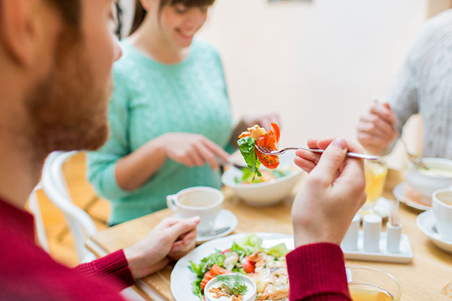 घर से ज्यादा बाहर का खाना खाना
