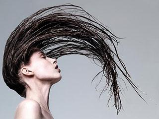 गीले बालों में भी बना सकती हैं आप फेवरेट हेयर स्टाइल