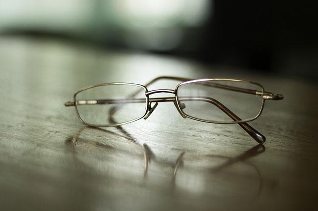 किसी और का चश्मा न लगाएं