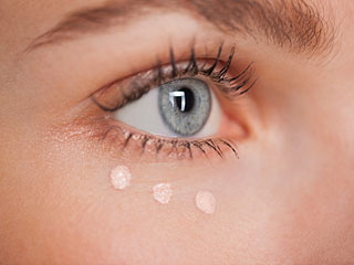How to get of rid of dark circles using castor oil