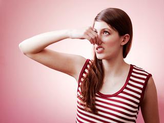 इन 8 कारणों से आपके पेशाब से आती है अजीब बदबू