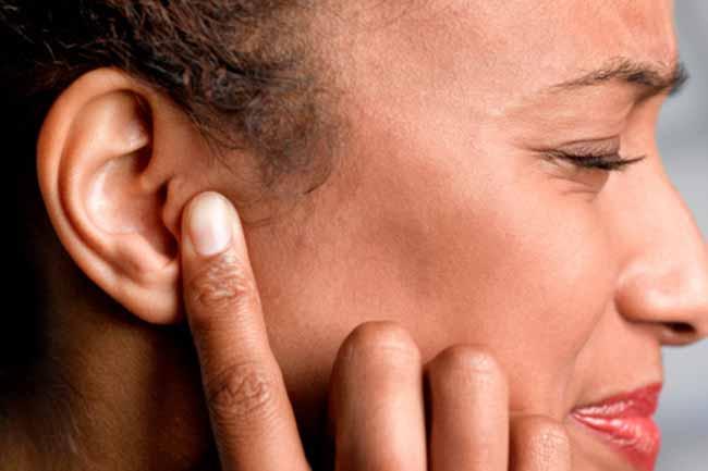 कान में पानी जाने पर एल्कोहल रगड़ें