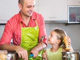 हर पुरुष को अपने बच्चों के साथ करनी चाहिए कुकिंग, जानिए क्यों