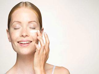 चेहरे की त्वचा मॉइश्चराइज न करने पर होती हैं ये 5 समस्या