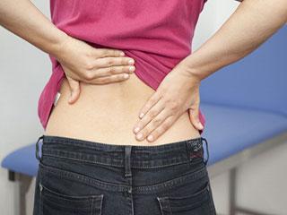आयुर्वेद में है कमर दर्द के ये प्रमुख कारण, ऐसे करें उपचार