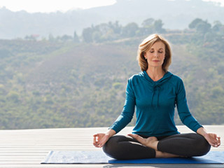 Want to Improve Eyesight Naturally? Try Out Yoga for Eyes
