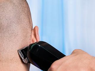 सिर गंजा कराने से क्या सच में घने हो जाते हैं बाल? जानें
