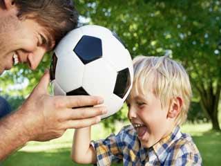 शोध कहता है, फुटबॉल खेलने से बच्चों की हड्डियां होती है मजबूत