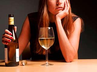 अल्कोहल को इसमें मिलाकर कभी न पिएं, ये हैं साइ़ड इफेक्ट्स