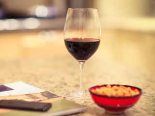 सावधान! एक ग्लास वाइन आपके याददाश्त पर लगा सकती है ग्रहण