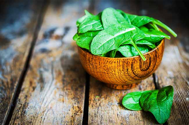 Spinach mask for skin hydration