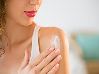 आपकी हड्डियां कमजोर कर सकता है सनस्क्रीन: रिसर्च