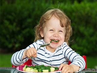 बच्चों की सेहत के लिए बेहद फायदेमंद होती है पालक, जानें कैसे