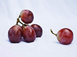 केवल 5 मिनट में दांतों की चमक पाना चाहते हैं, तो खाएं ये 1 फल के बीज