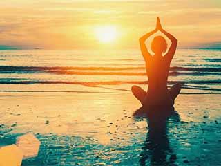 ये 5 योगासन हर उम्र के व्यक्ति को रखते हैं सेहतमंद