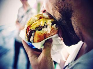 आपके बारे में बहुत कुछ कहती हैं खाने की आदतें, जानेंगे नहीं?