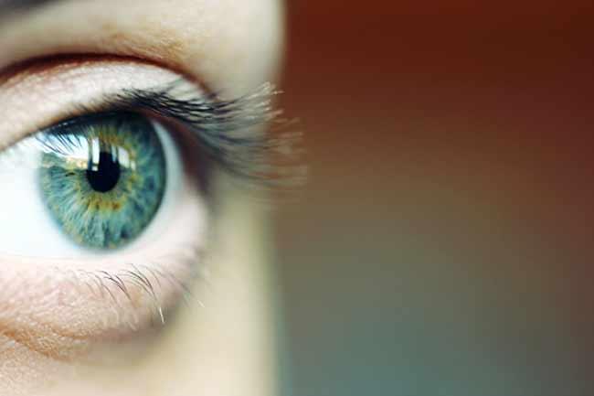 नियमित करें आंखों की सफाई