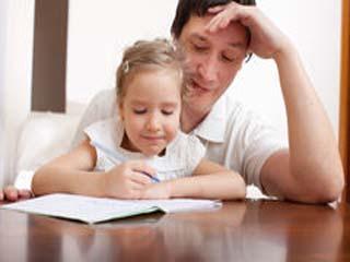 इसलिए पापा से पढ़ने वाली लड़कियां होती हैं ज्यादा होशियार!