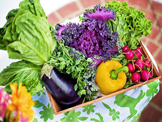 Dear women, eat more fruits and veggies everyday to keep stress at bay, says a study