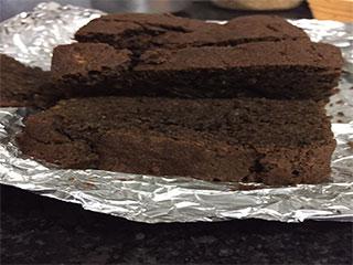हेल्दी है ये चॉकलेट बनाना केक...