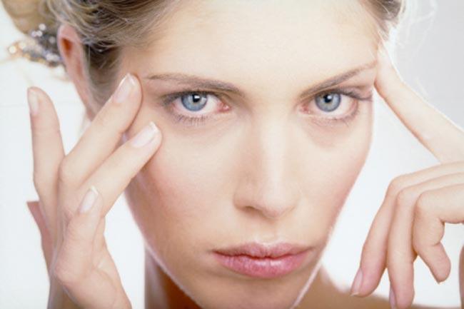 गुनगुने पानी से धोएं चेहरा