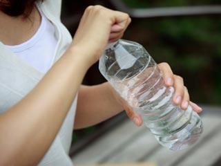 आपकी पानी की बोतल पर इतने सारे कीटाणु हैं...