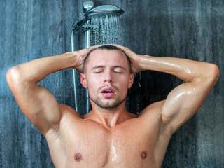 रात को नहाने का ये फायदा जानकर चौंक जाएंगे आप!