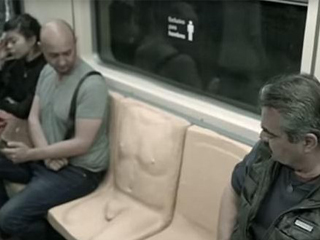 मेक्सिको की ट्रेन में ये हुआ क्या? लोगों के बैठने के लिए लगाई गई 'पीनिस सीट'