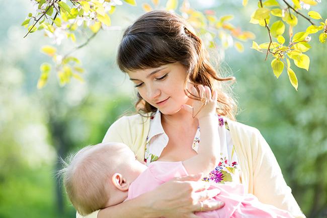 बच्चे और मां दोनों के लिए जरूरी है ब्रेस्टफीडिंग