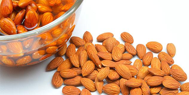 almonds in hindi