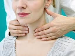 पुरुषों से ज्यादा महिलाएं हो रही थाइरॉइड का शिकार, जानें इससे बचने का इलाज