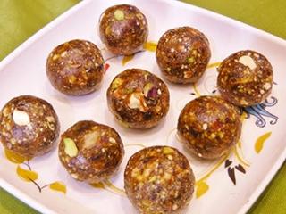 एनर्जी के लिए रमजान में खाएं काजू-खजूर के लड्डू