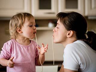 बच्चों के इन इशारों से जानें कि वो कितना करते हैं आपसे प्यार