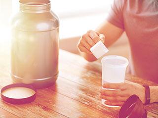 एनर्जी के लिए स्पोट्र्स ड्रिंक्स नहीं बल्कि पानी है फायदेमंद
