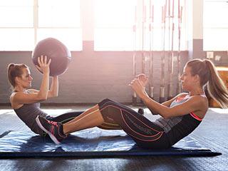 जांघों की मजबूती के लिए रोजाना <strong>घर</strong> में करें ये 4 एक्&zwj;सरसाइज
