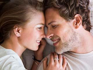 समय के साथ ऐसे बदल रहे हैं पति-पत्नी के रिश्ते, जानें