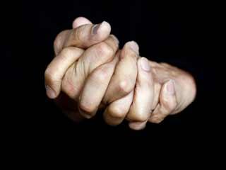 फटे हाथ पैरों को सिर्फ 1 दिन में सही करते हैं ये 2 घरेलू नुस्खे
