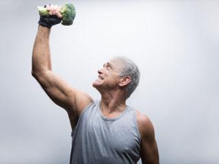 मांसपेशियों को मजबूत बनाने के लिए बुजुर्ग भी खा सकते हैं प्रोटीन!
