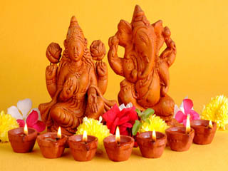 दिवाली पर ऐसे करें महालक्ष्मी की पूजा, सालभर होगी धनवर्षा