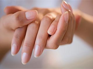 सर्दियों में अपनाएं सिर्फ ये 3 तरीके, हाथ रहेंगे मुलायम और चमकदार