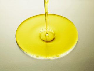 अरंडी के तेल से 4 हफ्तों में रुकेगा बालों का झड़ना, होंगे मजबूत!