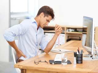 ऑफिस में ज़्यादा समय बैठने से हेल्थ खराब हो रही है तो करें ये 4 योगासन
