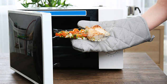 Microwaving food in plastic may be hurting your health ...