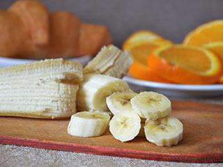 शरीर में चर्बी बढ़ाते हैं ये 4 वाइट फूड, सोने से पहले कभी न खाएं!