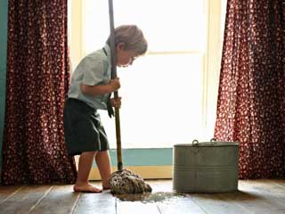 हर समय घर की सफाई करने की आदत, है इस बीमारी का संकेत!