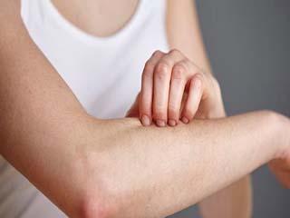 सर्दियों में त्वचा की खुजली को दूर करते हैं ये आसान उपाय