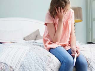 इन 5 कारणों से बढ़ जाता है गर्भपात का खतरा